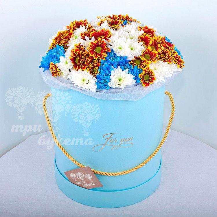 Кустовые хризантемы в коробке